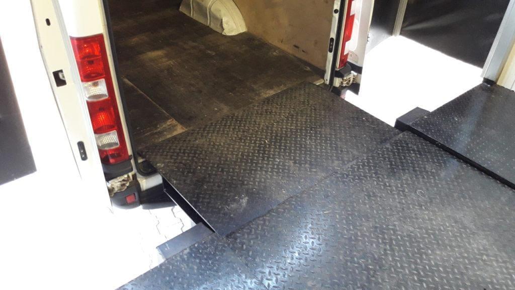 Rampa wysuwna do busów 1024x576 - Opoczno